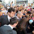 Lionel Messi et sa petite amie Antonella Rocuzzo se rendent dans la boutique Dolce & Gabanna en compagnie de Domenico Dolce à Milan, le 7 septembre 2014.
