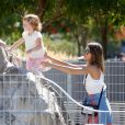 Jessica Alba et sa fille Honor dans un parc à New York. Le 12 septembre 2014.