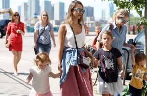 Jessica Alba : Balade en famille et baisers en amoureux à New York
