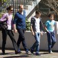 Antonia Kidman, soeur de Nicole, et son mari Craig Marran ainsi que leurs fils James et Hamish, près de la maison familiale à Sydney le 15 septembre 2014, après l'annonce du décès d'Antony Kidman