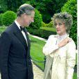 Le prince Charles et l'actrice Amanda Barrie, à la soirée It's Fashion, le 12 juin 2001 à Londres.