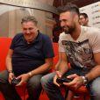 """Pierre Ménès et Salvatore Sirigu - Soirée de lancement du jeu vidéo """"FIFA 2015"""" à l'Opéra Garnier Restaurant à Paris le 22 septembre 2014."""