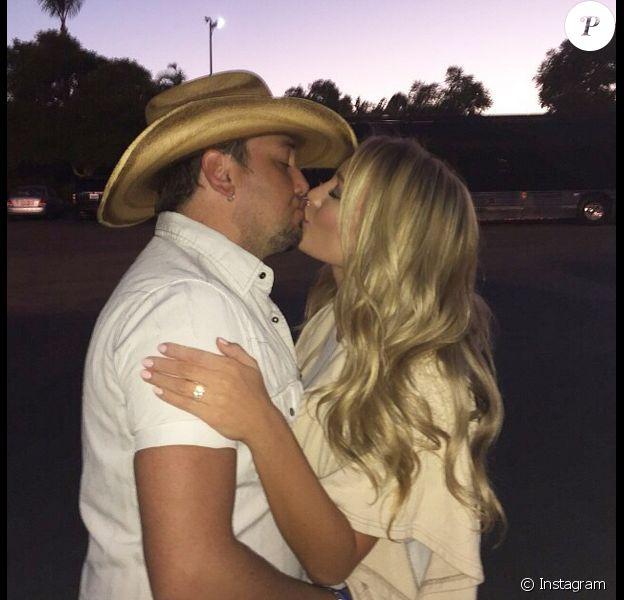 Jason Aldean demande en mariage sa belle Brittany Kerr au zoo de San Diego le 24 septembre 2014.