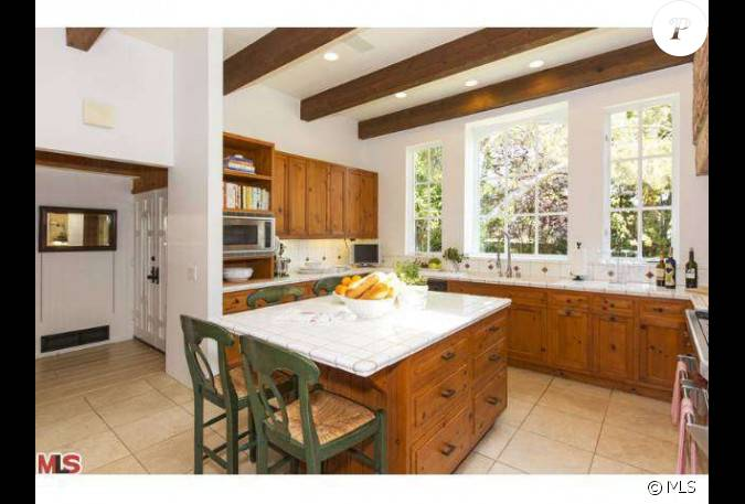 Un tour dans la cuisine la nouvelle maison que robert f - Amour dans la cuisine ...