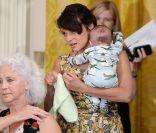 Norah Jones, maman pour la 1re fois : Très rare virée avec bébé et son chéri !