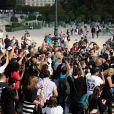 Paris et Nicky Hilton arrivent à l'Espace Éphémère du jardin des Tuileries pour assister au défilé prêt-à-porter Valentino. Paris, le 30 septembre 2014.