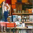 Maxwell, la fille aînée de Jessica Simpson, fait des grimaces dans un restaurant de Los Angeles, le 30 septembre 2014
