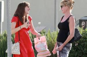 Dakota Johnson célèbre son 25 anniversaire avec son père, puis sa mère...