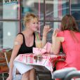 Melanie Griffith et sa fille Dakota Johnson déjeunent à Los Angeles, 4 octobre 2014.