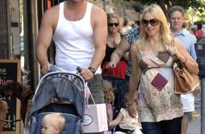 PHOTOS : Naomi Watts, promenade et shopping en famille en attendant bébé !
