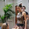 Ludivine Sagna entourée lors de l'essayage de sa robe à l'Hôtel Best Western Premier Trocadéro La Tour le 6 Octobre 2014 pour le defilé du 20e Salon du Chocolat à Paris