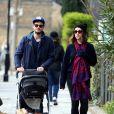 Exclusif - Jamie Dornan, sa femme Amelia Warner et leur fille profitent du beau temps londonien pour se promener à Londres, le 7 mars 2014.