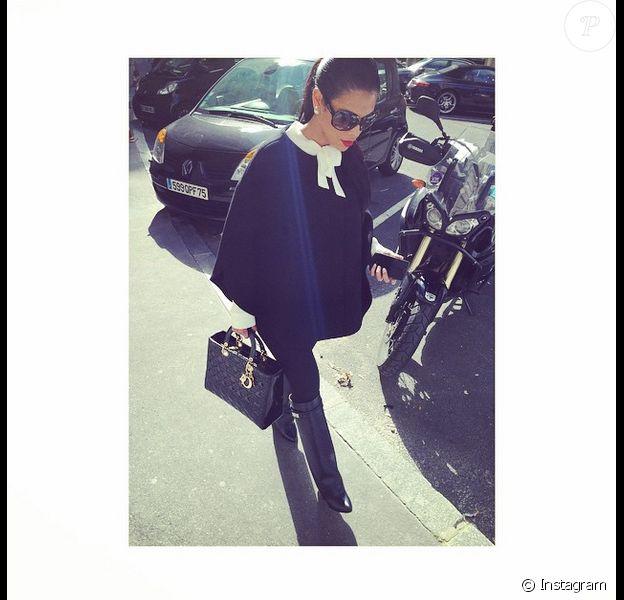 Ayem Nour : Bottes Givenchy, sac Lady Dior, un look au top de l'élégance !