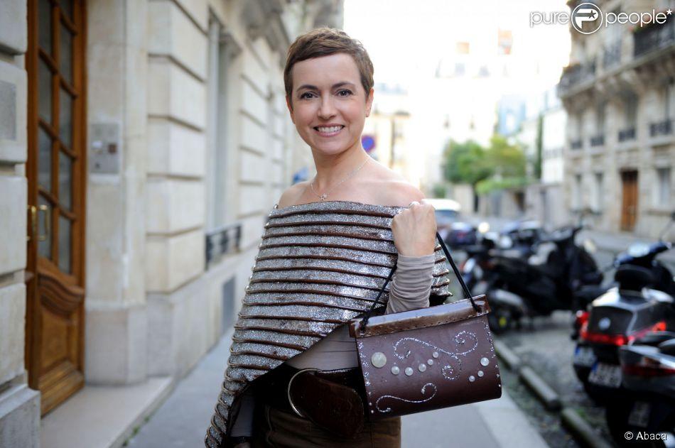 sophie jovillard l 39 h tel best western paris le 11 octobre 2014 en train d 39 essayer la robe. Black Bedroom Furniture Sets. Home Design Ideas