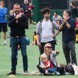 Bridget Moynahan, Naomi Watts et Liev Schreiber assistent au match de foot de leurs enfants à Los Angeles Le 18 Octobre 2014.
