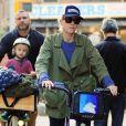 Naomi Watts et Liev Schreiber vont à l'école avec leurs enfants à New York le 17 octobre 2014.