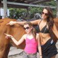 Jade Foret a dévoilé une vidéo hommage à sa petite soeur Cassandra sur Youtube. Un montage photo de plus de 4 minutes où on peut les voir poser ensemble à travers les années. Cassandra vient de fêter ses 16 ans. Octobre 2014.