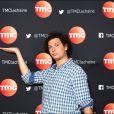 Eric Antoine pose lors du photocall de la soirée exceptionnelle Ce soir on rit avec Claudia Tagbo. Diffusion le mercredi 29 octobre à 20h50 sur TMC.