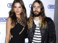 Alessandra Ambrosio : Sexy en robe courte au côté de Jared Leto, sous le charme