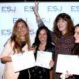 Exclusif - Daphné Bürki et les diplômés - Remise des diplômes de l'Ecole Supérieure de Journalisme de Paris dans les salons de la mairie du 13e arrondissement de Paris, le 27 octobre 2014.