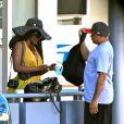 Une photographe reçoit des soins et l'aide de la police après un incident avec Suge Knight et son entourage. L'ex-producteur de rap lui aurait dérobé son objectif. Beverly Hills, le 5 septembre 2014.