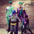 Neil Patrick Harris et son mari David Burtka avec leurs enfants Gideon et Harper déguisés en personnages de Batman pour Halloween 2014