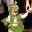 Exclusif - Fergie et son fils Axl déguisé en dragon pour Halloween 2014