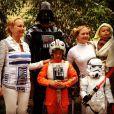 Melissa Joan Heart et ses trois garçons  Mason, Braydon et   Tucker rendent hommage à Star Wars pour  Halloween 2014