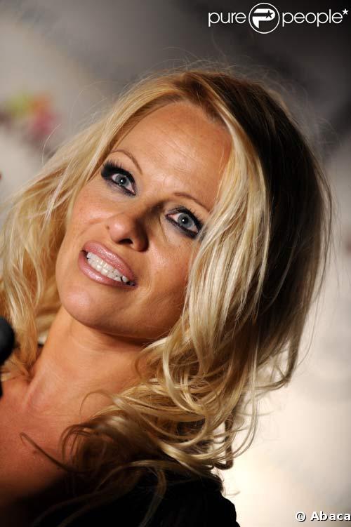 Pamela Anderson à Toronto pour soutenir la PETA
