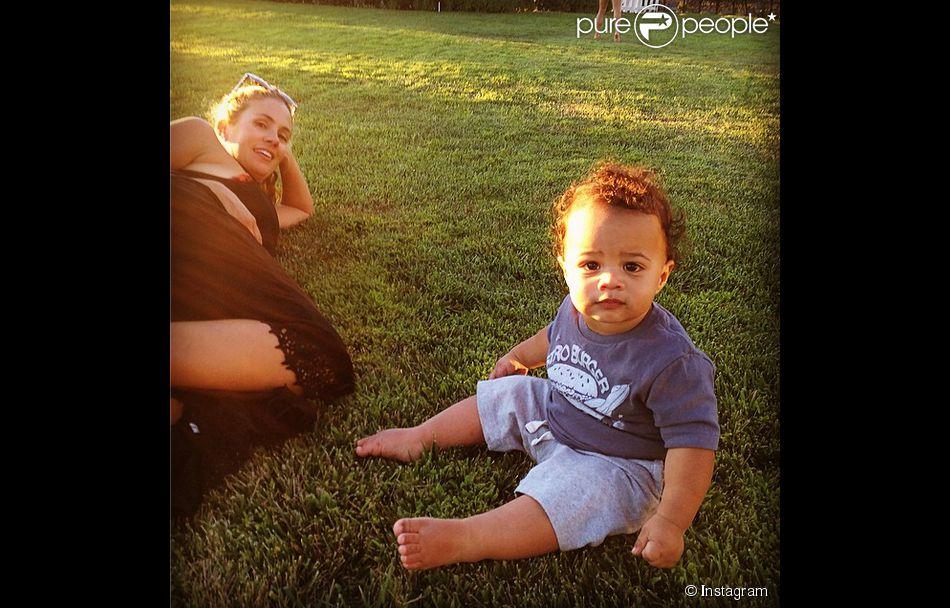 CaCee Cobb et son fils Rocco, pris en photo par Donald Faison. Photo ... Dita Cobb
