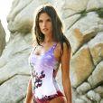 Alessandra Ambrosio prend la pose pour sa ligne de maillots de bain, Ale by Alessandra Ambrosio