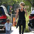 Exclusif - Charlize Theron avec son fils Jackson se promènent à Hollywood, le 3 juin 2014