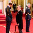 Sir Daniel Day-Lewis est fait chevalier de l'empire britannique par le duc de Cambridge, William, à Buckingham Palace le 14 novembre 2014