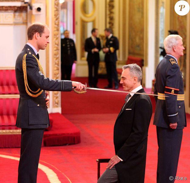 Sir Daniel Day-Lewis fait chevalier de l'empire britannique par le duc de Cambridge, William, à Buckingham Palace le 14 novembre 2014
