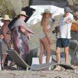 Exclusif - Candice Swanepoel en plein shooting pour Victoria's Secret sur une plage de Saint-Barthélemy. Le 6 novembre 2014.