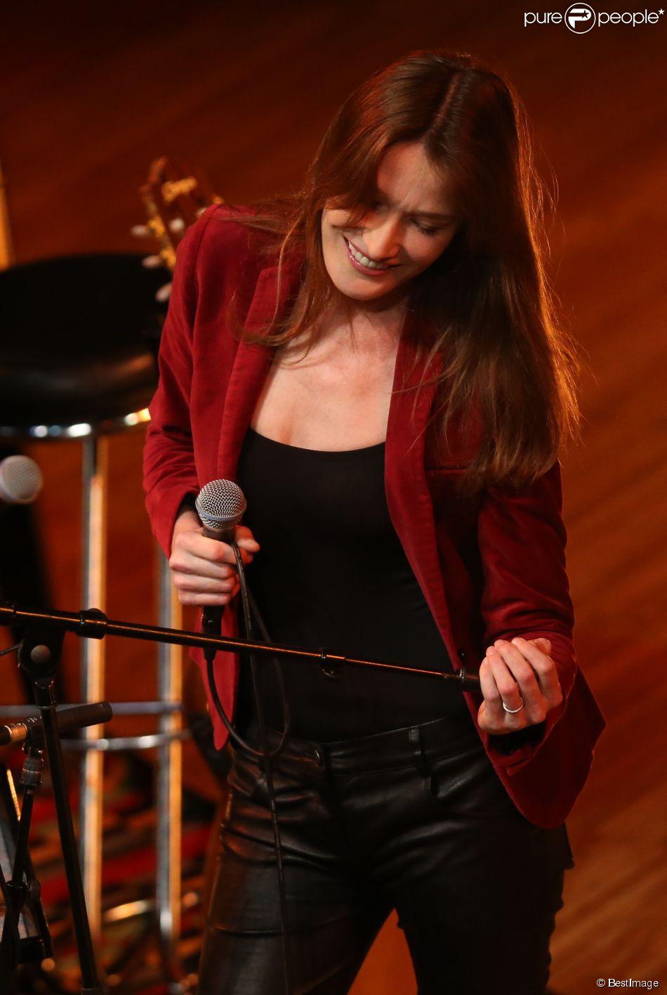 Carla Bruni-Sarkozy en concert à la maison internationale de la musique de Moscou, le 2 juin 2014.