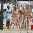 Exclusif - Candice Swanepoel et Behati Prinsloo en plein shooting pour Victoria's Secret sur une plage de Saint-Barthélemy. Le 9 novembre 2014.