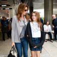 """Cindy Crawford et sa fille Kaia Jordan arrivent à l'aéroport de LAX à Los Angeles. Cindy était à Paris avec sa fille pour la promotion de sa nouvelle gamme de cosmétiques """"Meaningful Beauty, le 24 mai 2014"""
