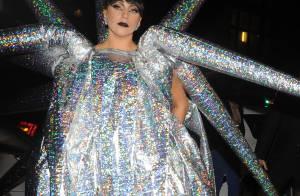 Lady Gaga à Paris : Oursin gonflable, en délire et pas très nette après son show