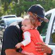Hank Baskett avec la petite Alija à Los Angeles, le 27 septembre 2014.