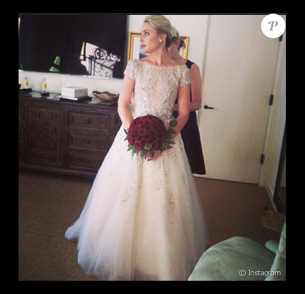Leah Pipes dans sa robe de princesse Anne Barge, le jour de son mariage.