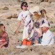 Exclusif - Kate Hudson, Matt Bellamy et leur fils Bingham Hawn Bellamy en vacances à Formentera en Espagne le 25 juin 2014