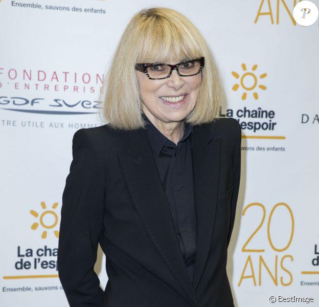 Mireille Darc participe aux 20 ans de la chaine de l'Espoir à la Grande galerie de l'Evolution à Paris le 11 décembre 2014.