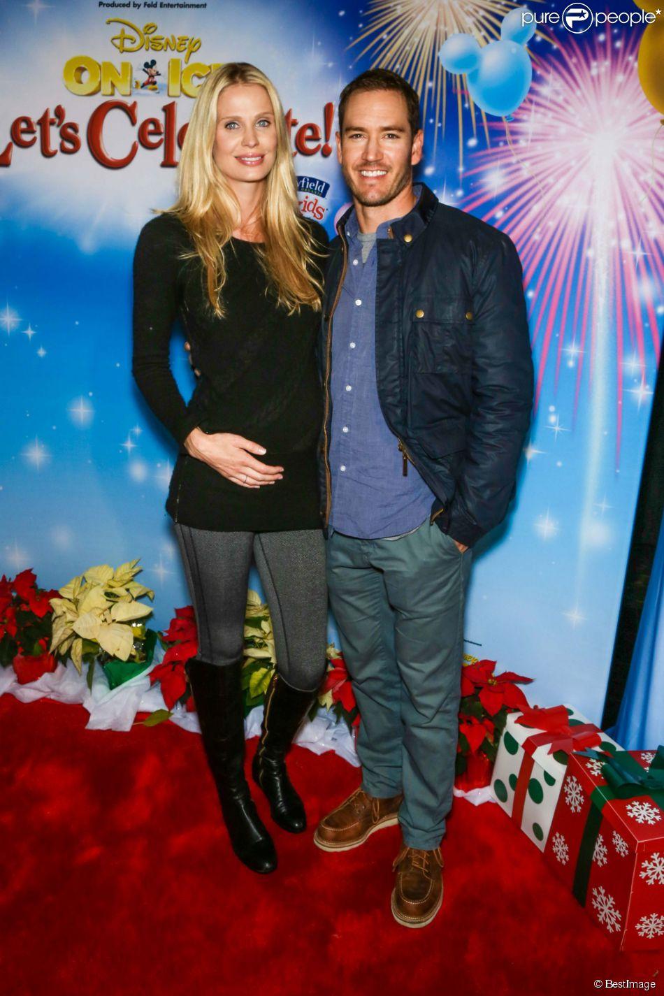 Mark-Paul Gosselaar et sa femme Catriona McGinn à la première du spectacle Disney on Ice  Let's Celebrate , jeudi 11 septembre 2014 à Los Angeles.