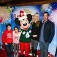 Mark-Paul Gosselaar et sa femme Catriona McGinn à la première du spectacle Disney on Ice  Let's Celebrate , jeudi 11 septembre 2014 à Los Angeles. L'acteur est accompagné de ses aînés Ava et Michael.