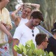 Miley Cyrus, son petit ami Patrick Schwarzenegger et des amis se promènent à Miami, où se déroulent les conventions Design Miami et Art Basel Miami. Le 5 décembre 2014.