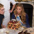 Camille Cerf (Miss France 2015 ) et sa soeur jumelle Mathilde Cerf - Anniversaire surprise ( 20 ans) de Miss France 2015, Camille Cerf et de sa soeur jumelle Mathilde au Shangri-La Hotel Paris. Le 9 Décembre 2014.