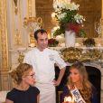 Camille Cerf (Miss France 2015 ) avec sa soeur jumelle Mathilde Cerf et le chef pâtissier François Perret ( Shangi-La hotel) - Anniversaire surprise ( 20 ans) de Miss France 2015, Camille Cerf et de sa soeur jumelle Mathilde au Shangri-La Hotel Paris. Le 9 Décembre 2014.