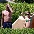 Abbey Clancy et son mari Peter Crouch en vacances à Maui, le 6 juin 2014.