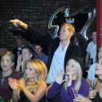 Peter Crouch et sa compagne Abbey Clancy lors d'un concert du groupe The Razz dont le frère de la jeune femme John est le leader, au Lomax le 7 octobre 2012 à Liverpool